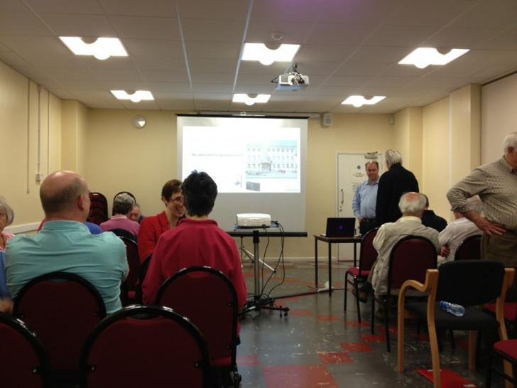 Brian presenting at Bracknell camera club, photo by Noel Hannan