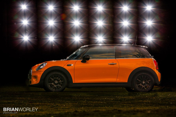 Light painting a Mini Cooper with Speedlite flash